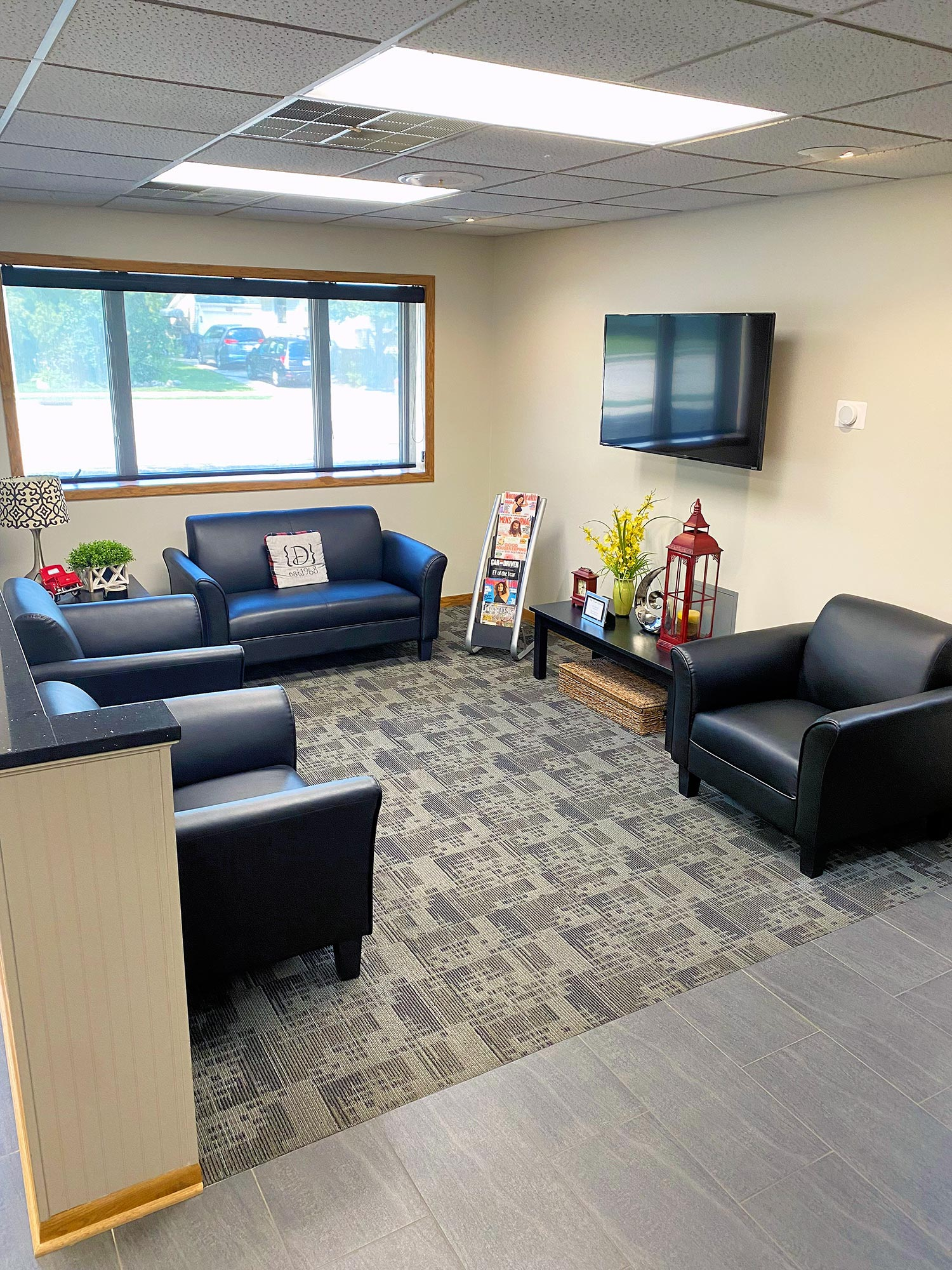 Customer Lounge at Dean's Auto Body and Collision Center in Sheboygan, WI
